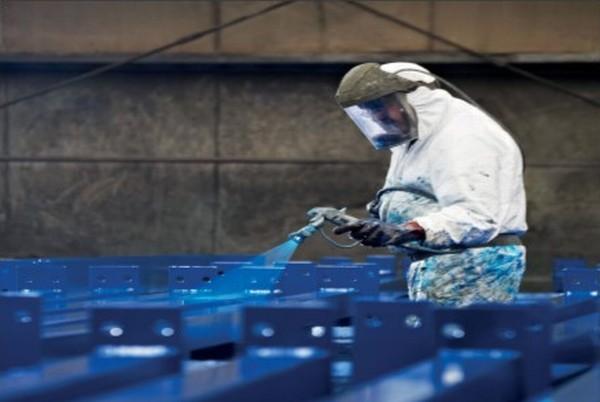 opérateur peinture liquide sur acier